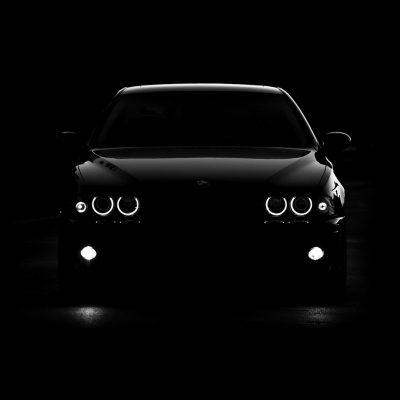 mobil BMW gelap dark