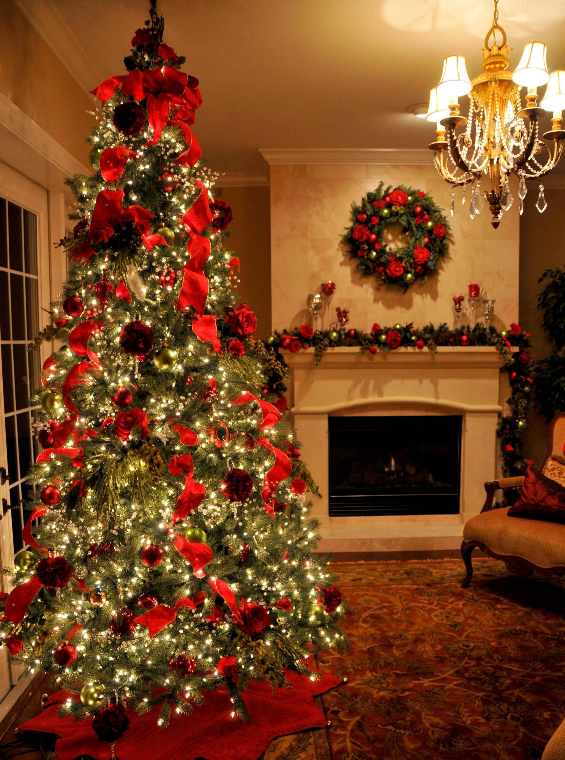 Foto Pohon Natal Dengan Dekorasi Menarik